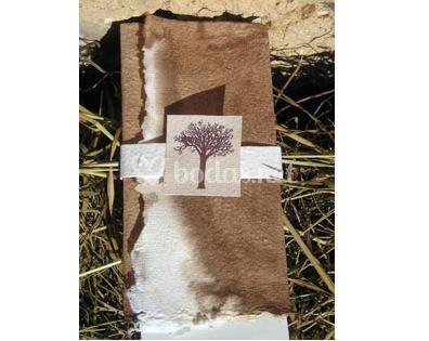 Ejemplo de invitación con teñido natural (nogalina).
