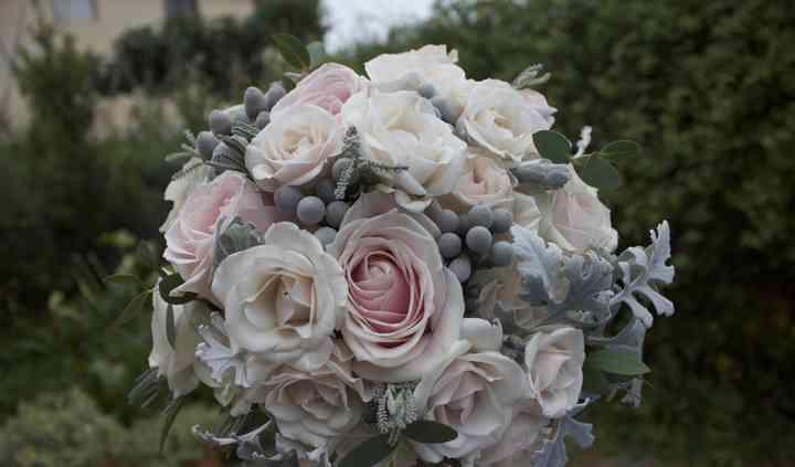 Rosas antiguas y verde pálido