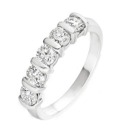 Alianza con diamantes, aurea