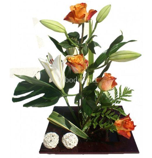 Ikebana rosas y lilium