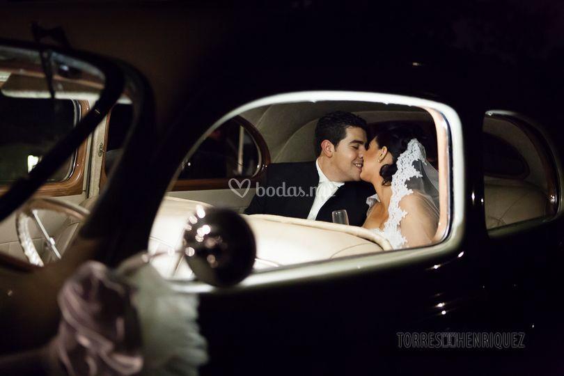 Besos en el coche