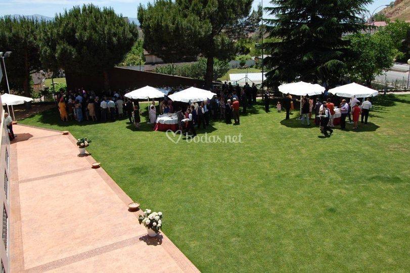 Cóctel de boda en el jardín