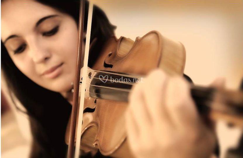 Bárbara-violinista