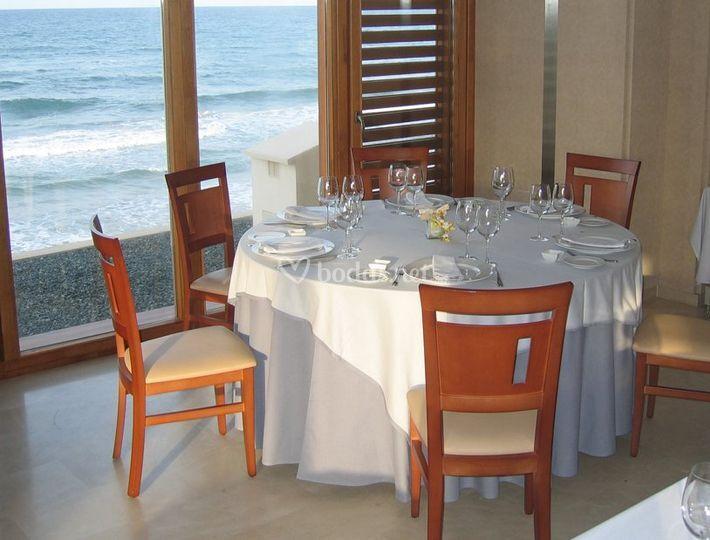 Comedor con vistas a la playa