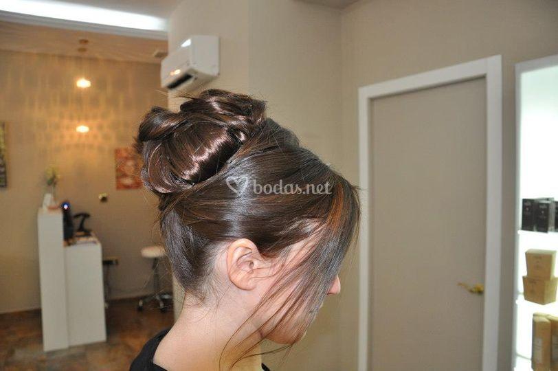 Recogido sobre cabello con extensiones de clip
