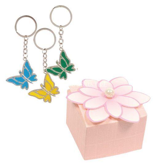 Caja de flor rosa con llavero