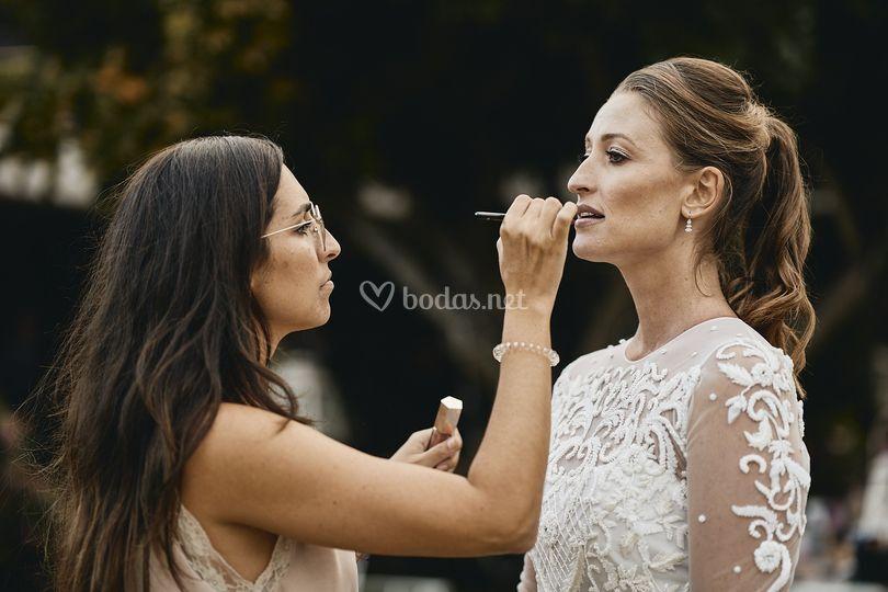 Ultimando detalles del makeup