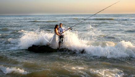 Los novios pescando