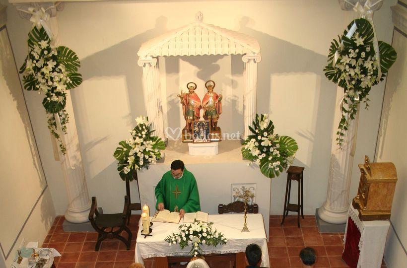 Decoración floral para capilla