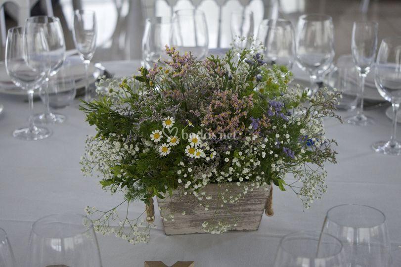 Detalles flores mesa invitados