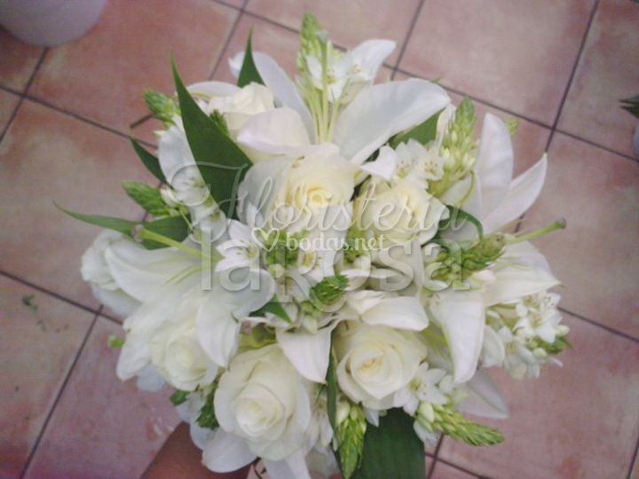 Ramo de rosas blancas, lilium