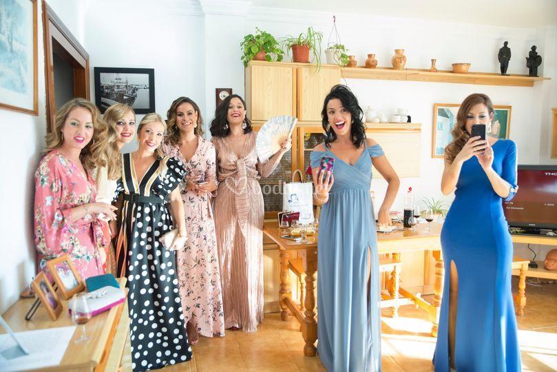 Preparativos novia-amigas