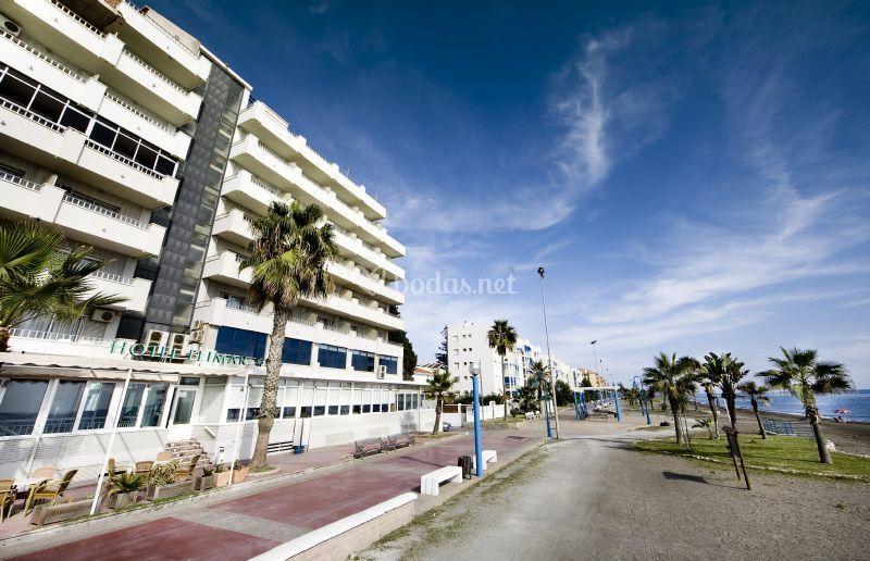 Fachada playa de Hotel Elimar