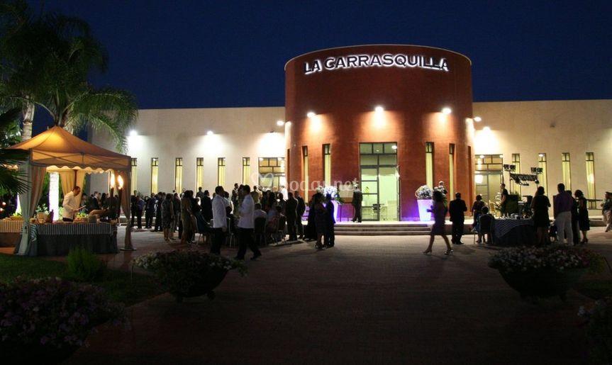 Vista exterior de noche de La Carrasquilla