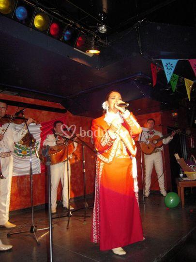 Georgina Rubio y su grupo de mariachis