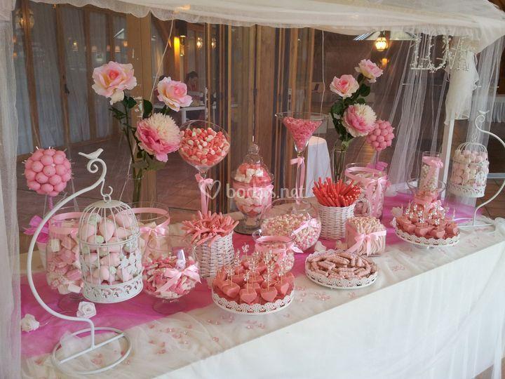 Candy bar m laga for Fotos de mesas de chuches para bodas