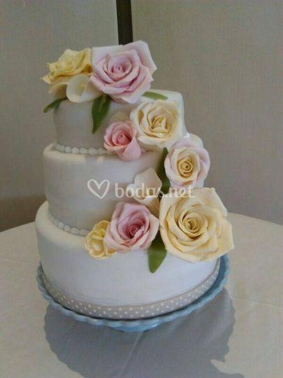 Tarta romántica rosas