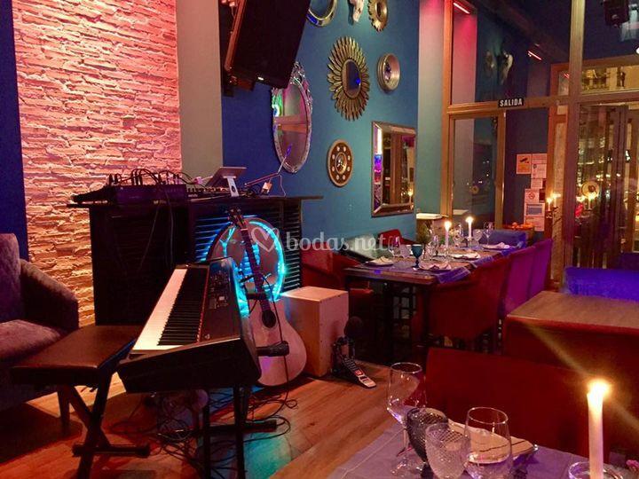Cenas en restaurante Niuba