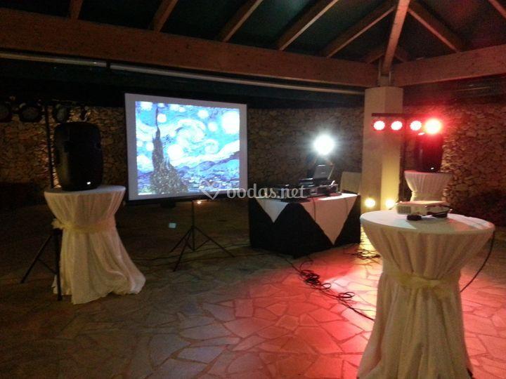 Alquiler de proyector con pantalla