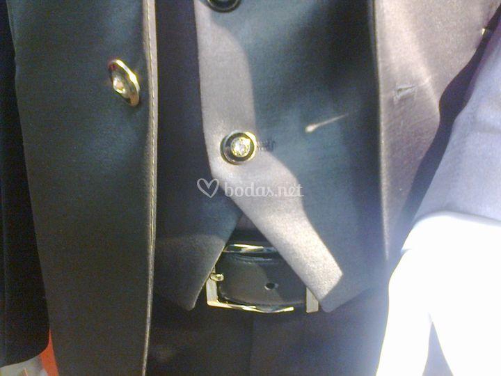 Detalle de chaleco y cinturón