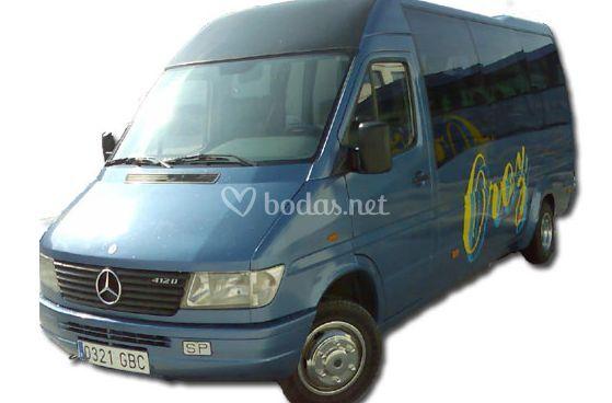 Microbus de 13 plazas