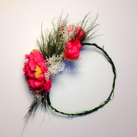 Corona de flores fucsia
