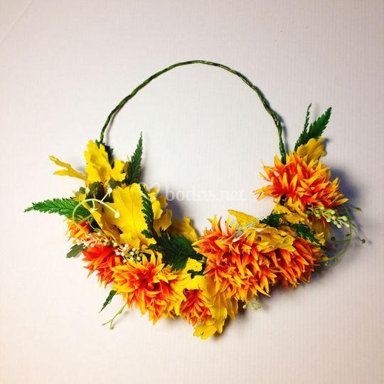 Corona de flores naranja