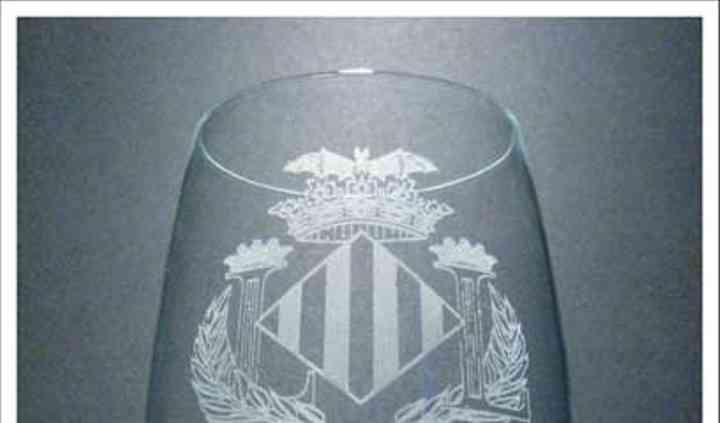 Copa de vino con escudo
