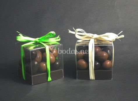 Cubos con esferas de chocolate