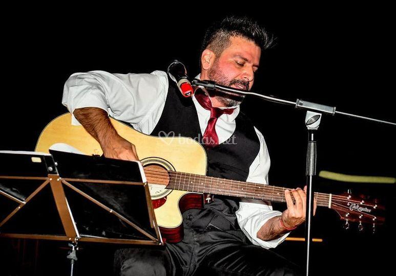 Un músico en cústico