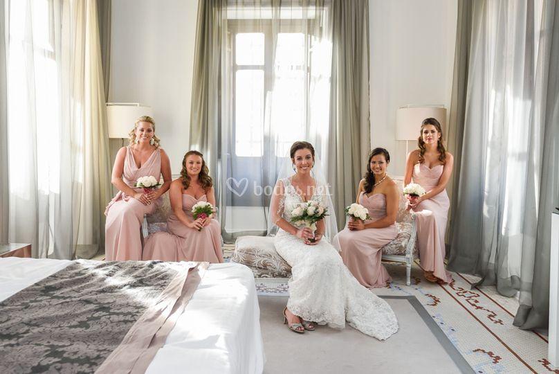 Con sus bridesmaids