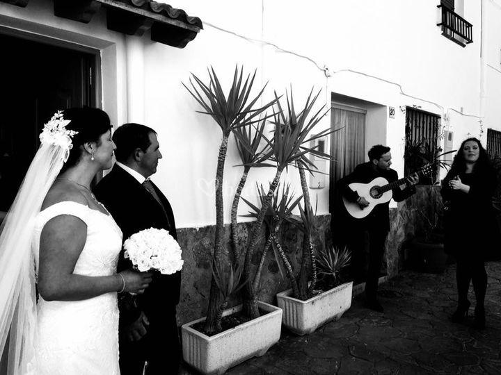 La novia sale de casa