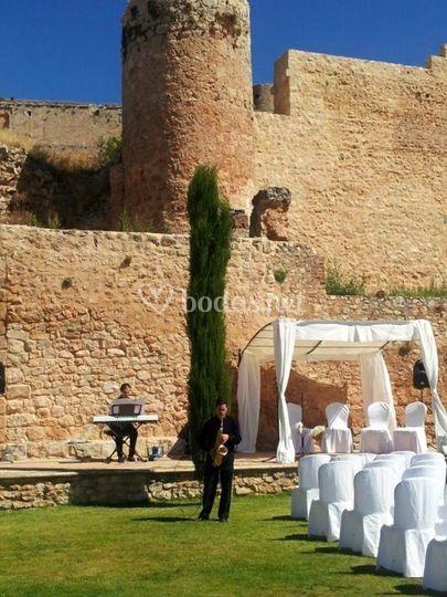 Boda civil en un castillo medieval