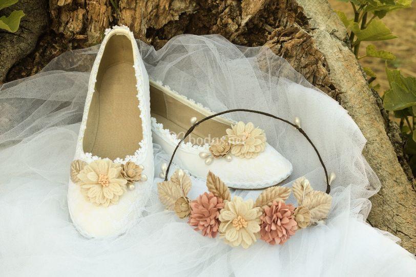 Corona y zapatos a conjunto