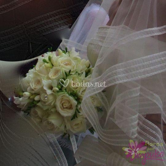 Ramo con flores blancas