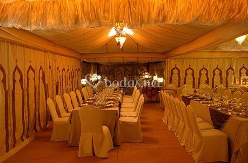 Interior preparado para banquete