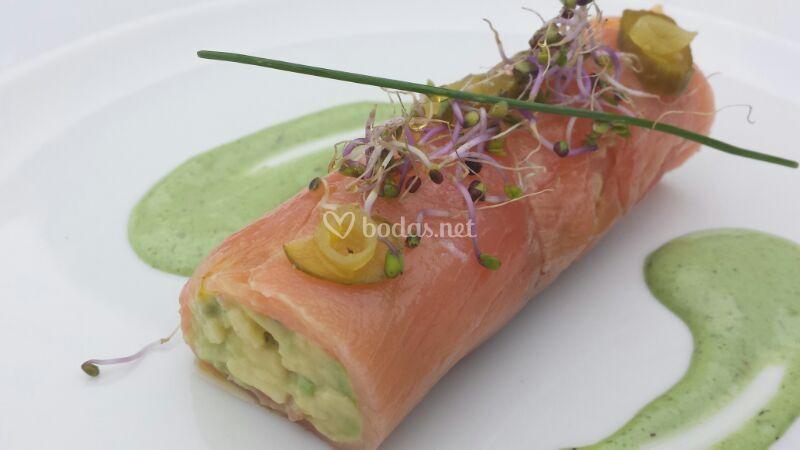 Canelón de salmón con guacamole