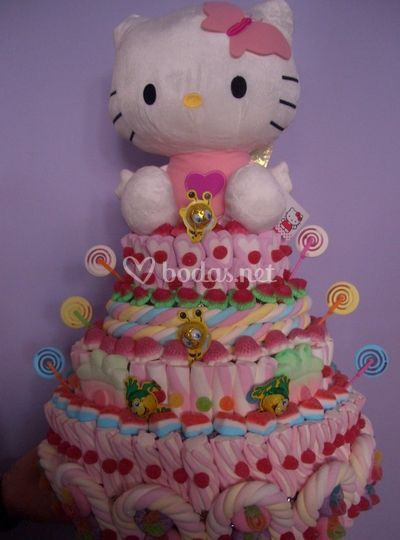 Super tarta de golosinas Hello Kitty