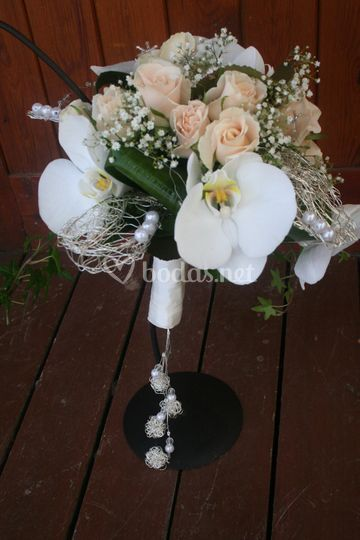 Elegante ramo en orquídeas