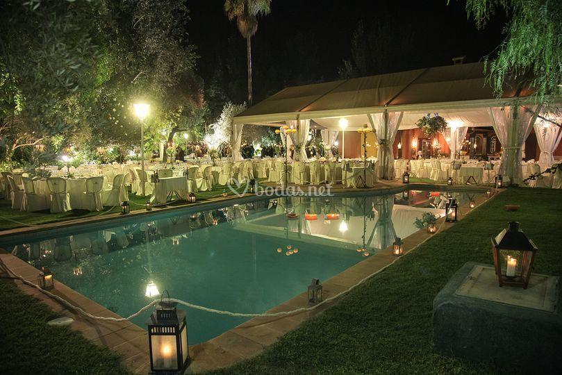 Jardines y piscina de finca la huerta fotos for Modelos de piscinas en fincas