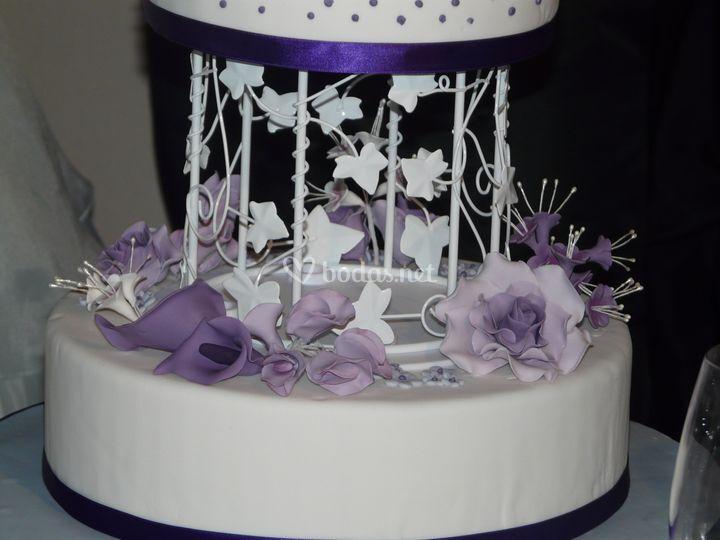 Detalle tarta de dos pisos