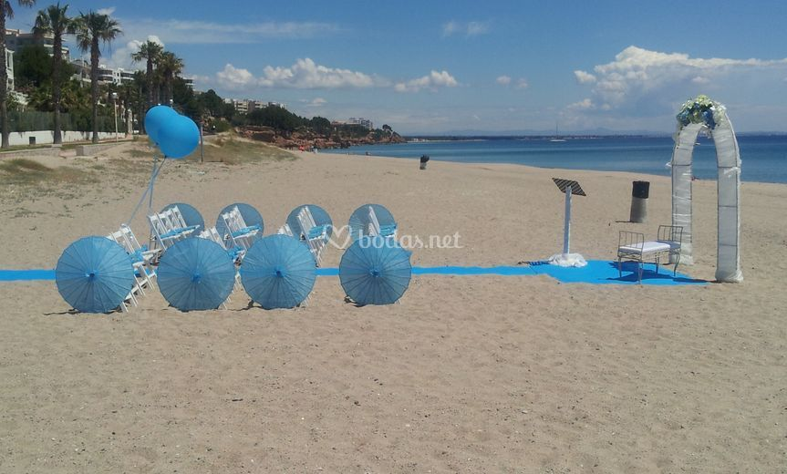 Sombrillas y bodas en la playa