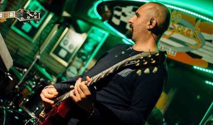 Mikel. Guitarra solista