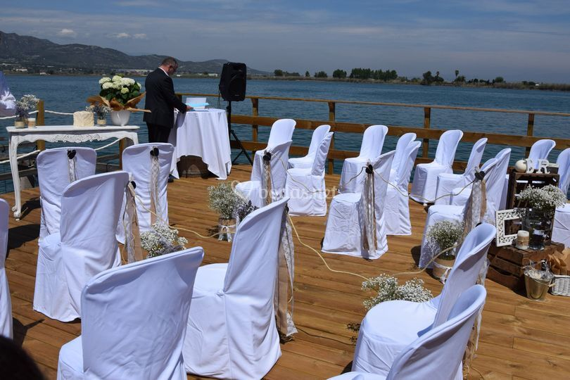 Boda civil dentro el mar
