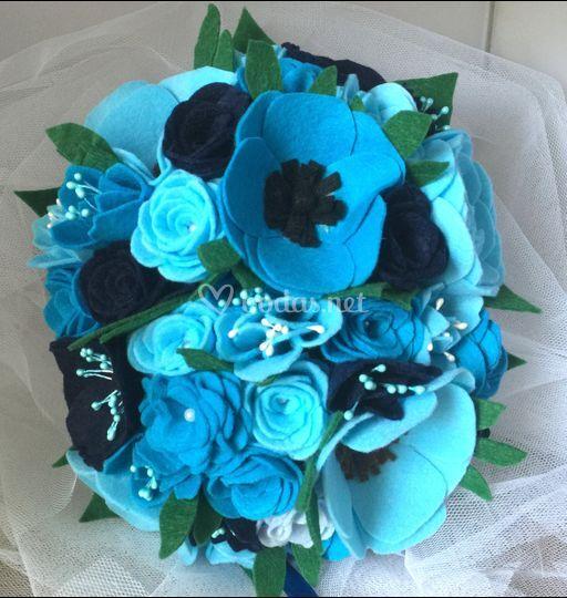 Ramo de rosas inglesas y anemonas