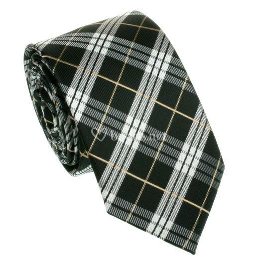 Corbata estrecha