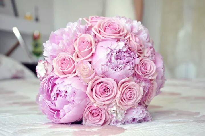 Bouquet peonías y rosas