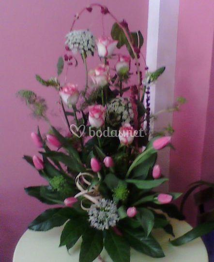 Rosas tulipanes y amaranthus