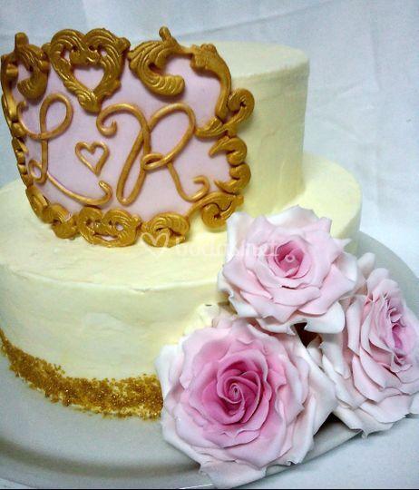 Tarta con rosas de azúcar