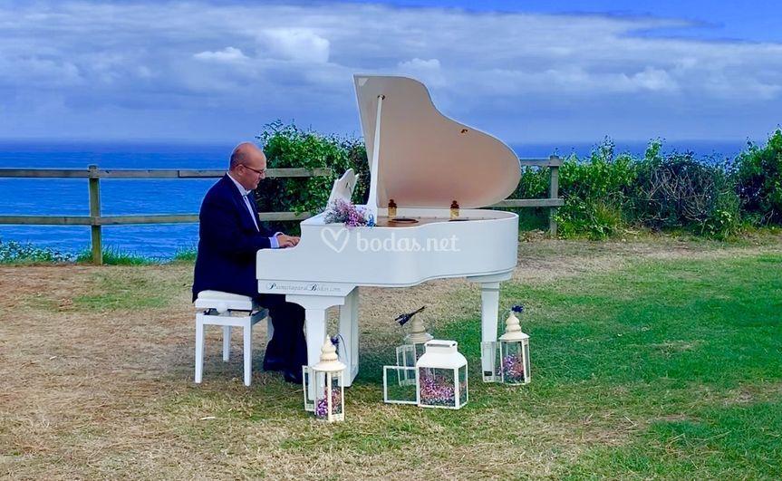 Piano y mar